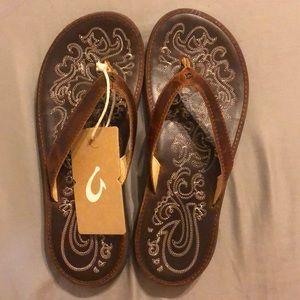 Olukai Paniolo flip flop sandals, size 8